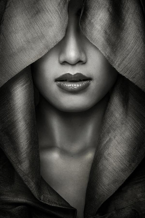 Bw Photograph - Hood by Azalaka