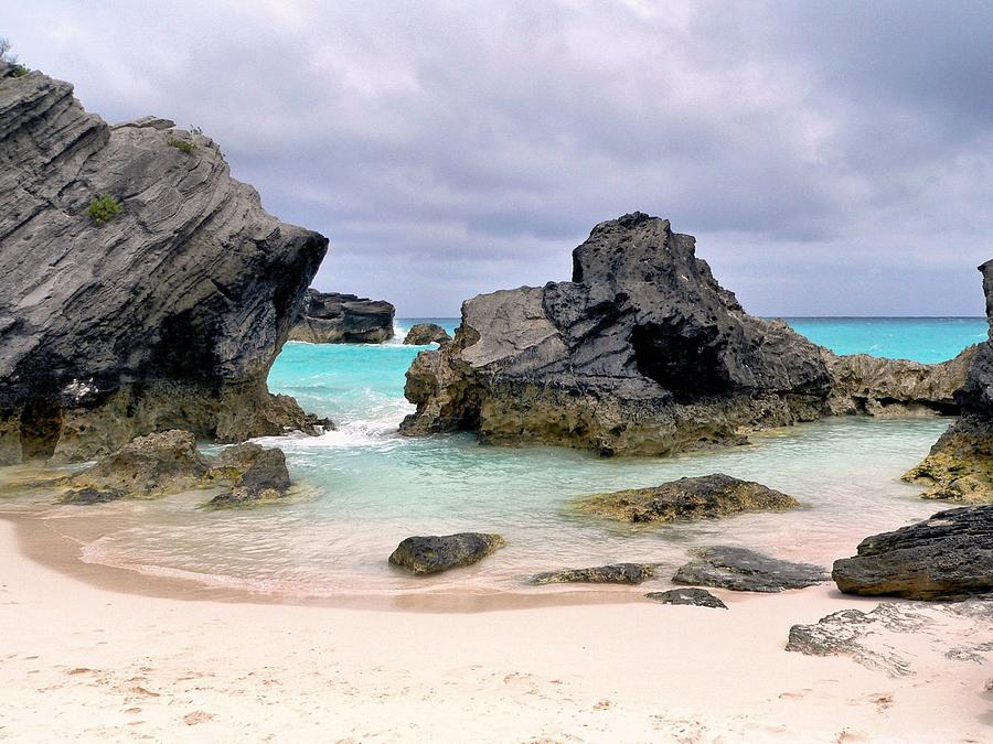 Bermuda Photograph - Horseshoe Beach In Bermuda by Janice Drew