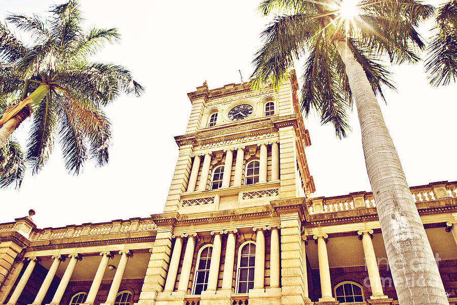 Hawaii Supreme Court Photograph - House Of Heavenly Kings by Scott Pellegrin