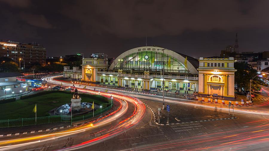 https://images.fineartamerica.com/images-medium-large-5/hua-lamphong-railway-station-natthawat-jamnapa.jpg