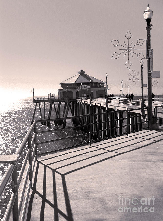 Huntington Beach Photograph - Huntington Beach Pier - Rubys Diner by Gregory Dyer