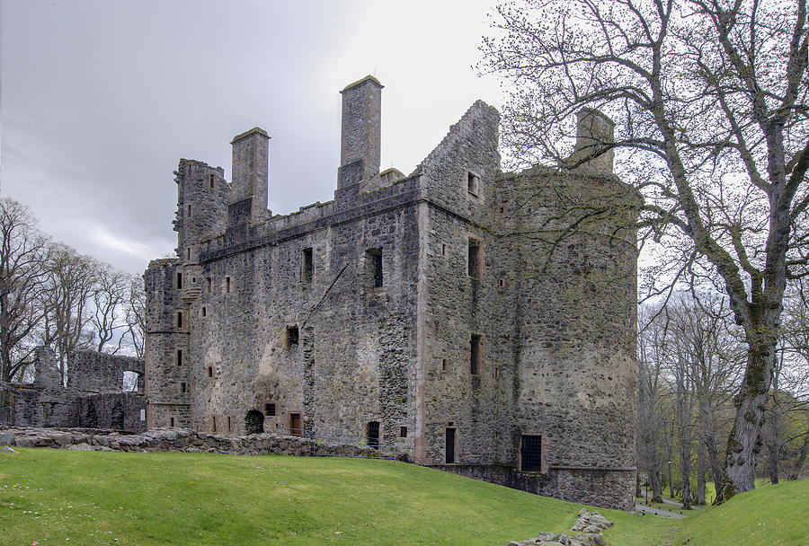 huntly chat Check out a brief history of huntly castle and highlights of a visit to the seat of  one of medieval and renaissance scotland's most powerful families contact us .