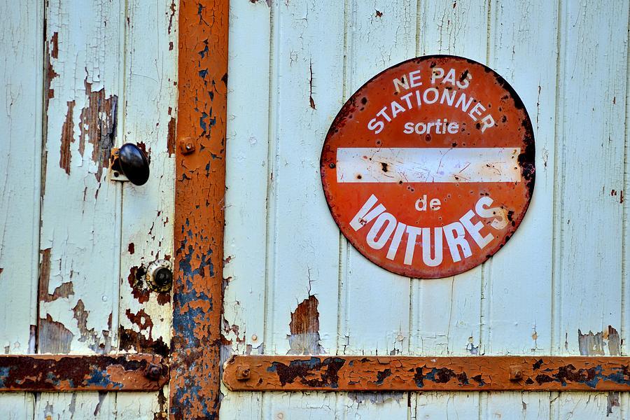 Hurdy-gurdy Photograph - Hurdy-gurdy Garage Door by Patrick Pestre