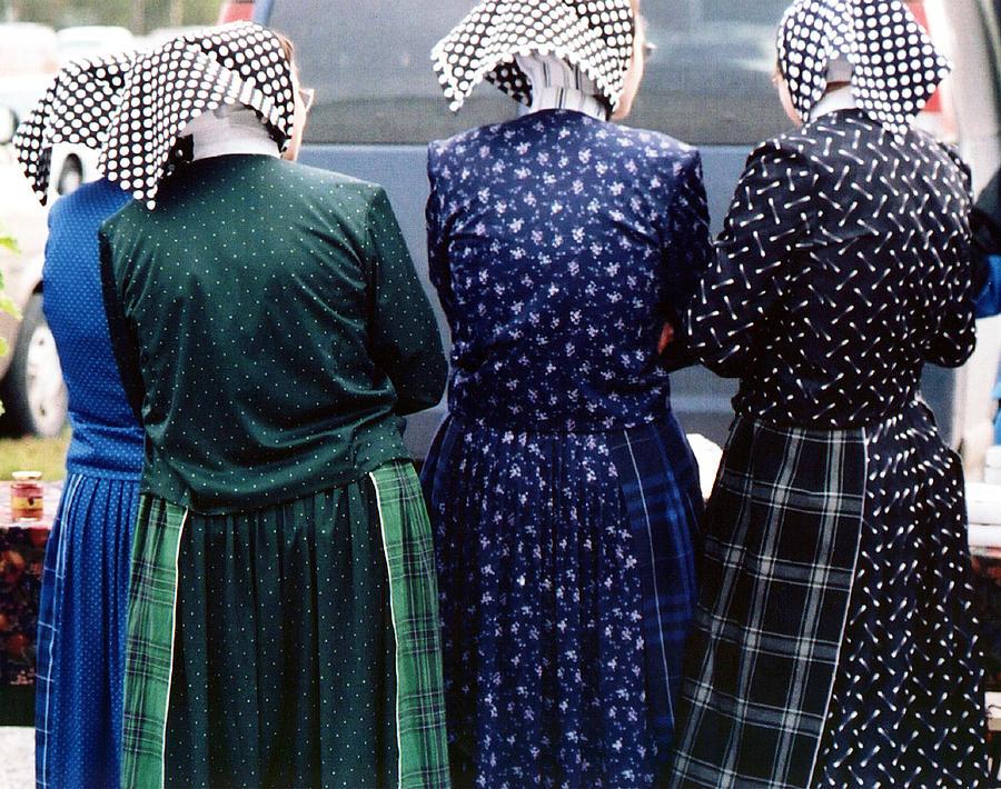 hutterite-women-at-the-market-gerry-bate