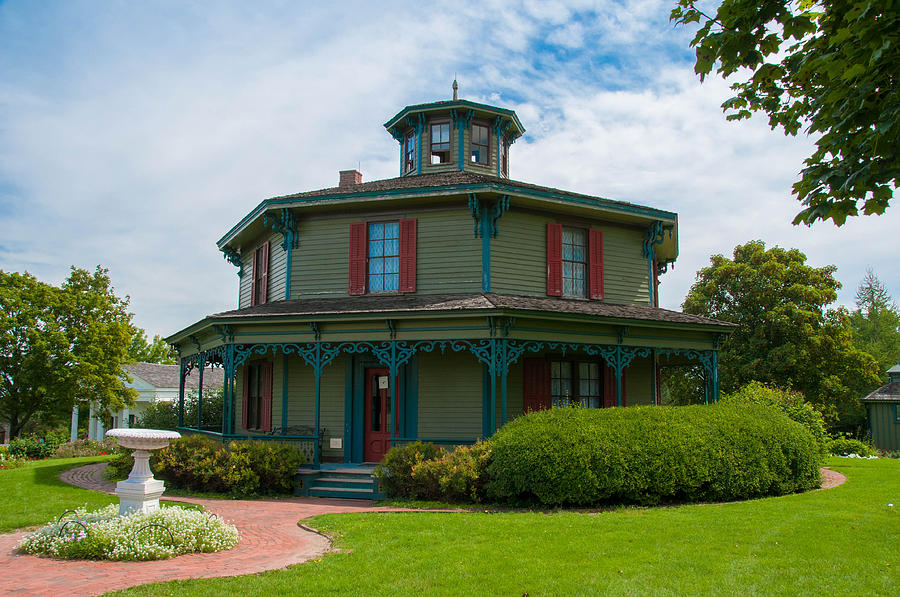 Hyde House Photograph - Hyde - Octagon - House 17739c by Guy Whiteley