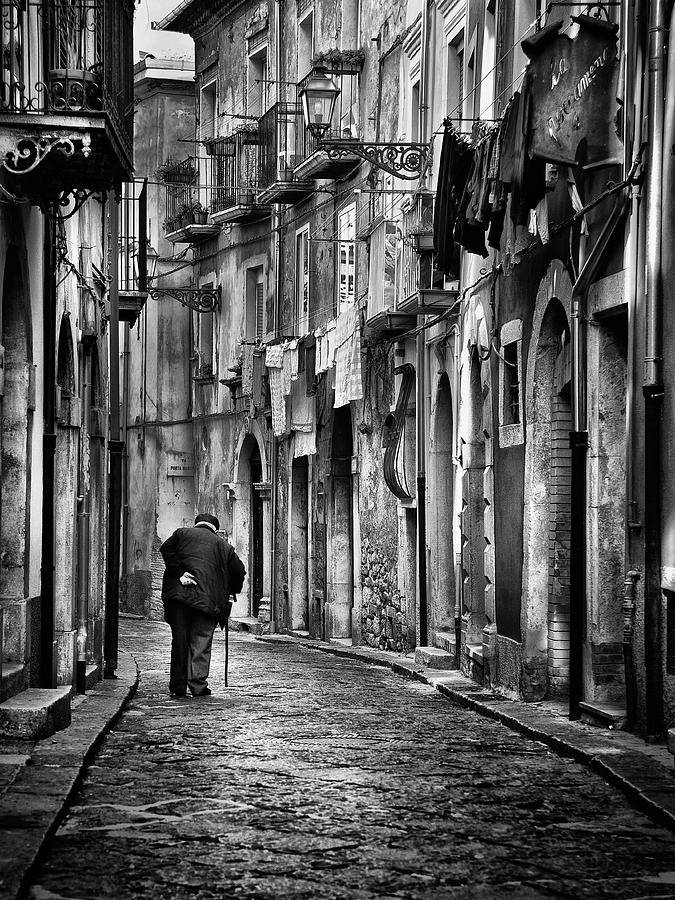 Street Photograph - I Am... by Gennaro Parricelli