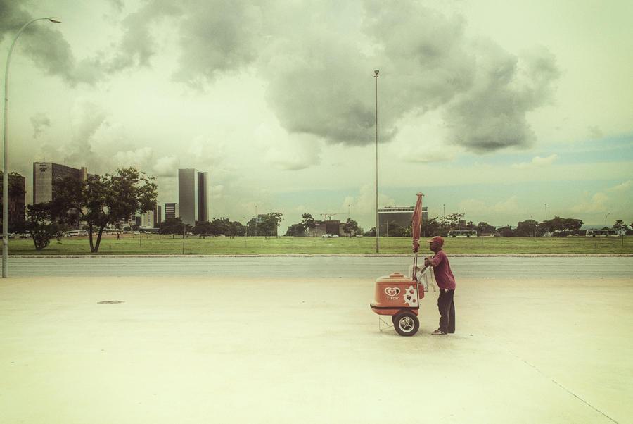 Man Photograph - Ice Cream Man by Santiago Tomas Gutiez