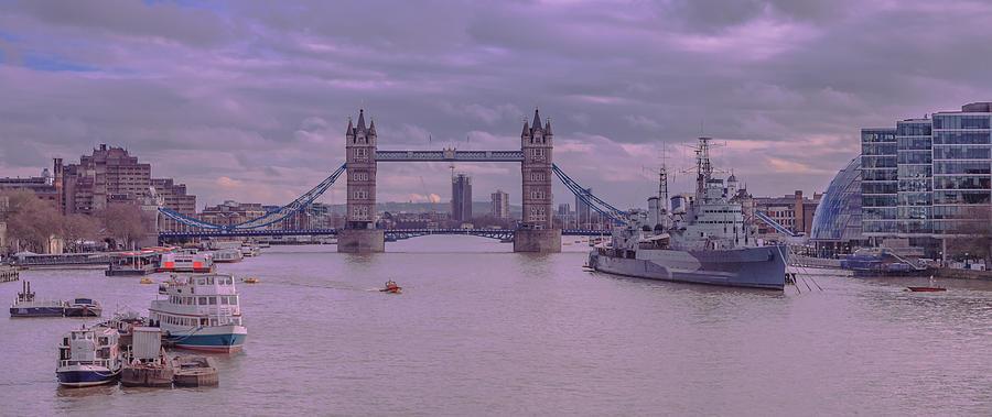 Cruise Digital Art - Iconic Thames by Ray Shiu