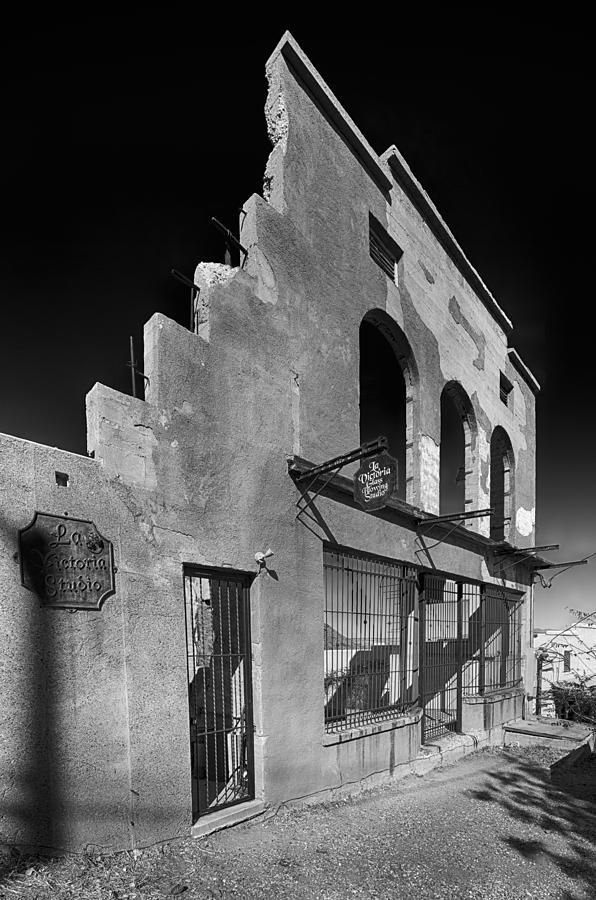 La Victoria Photograph - Im Still Standing Jerome Black And White by Scott Campbell