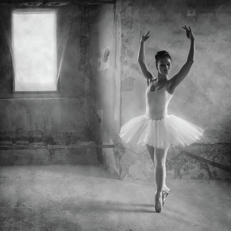 Ballet Photograph - In Position by Roswitha Schleicher-schwarz