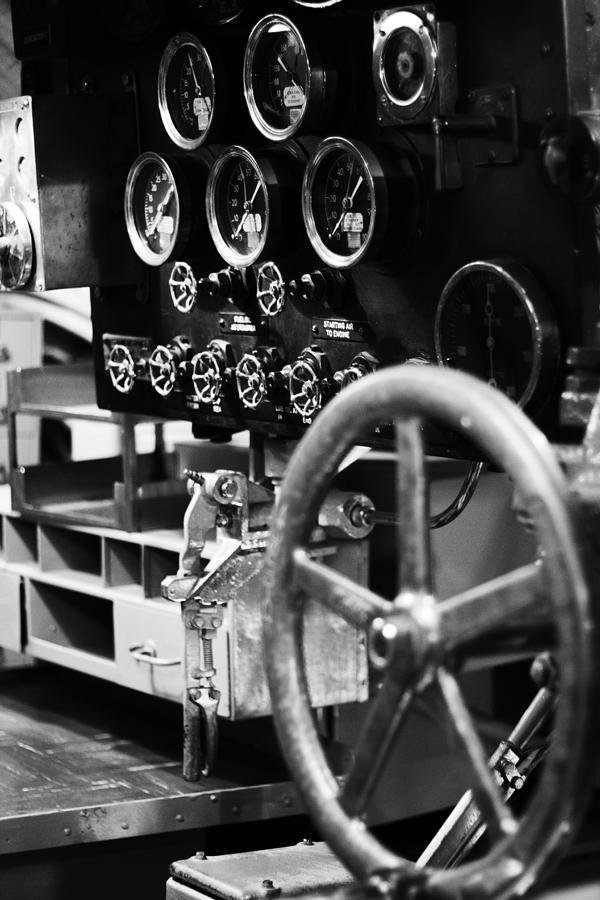 Mechanics Photograph - Internal Mechanics Uss Bowfin V4 by Douglas Barnard