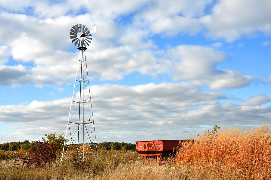 Windmill Photograph - Iowa Windmill by Diane Lent