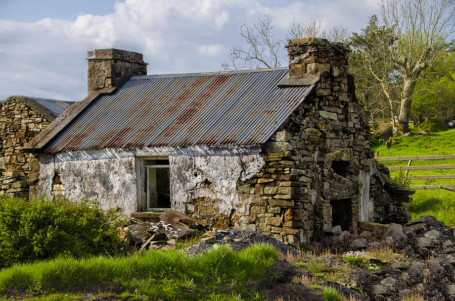 Irish Cottage Ruins Photograph by Bill Cannon