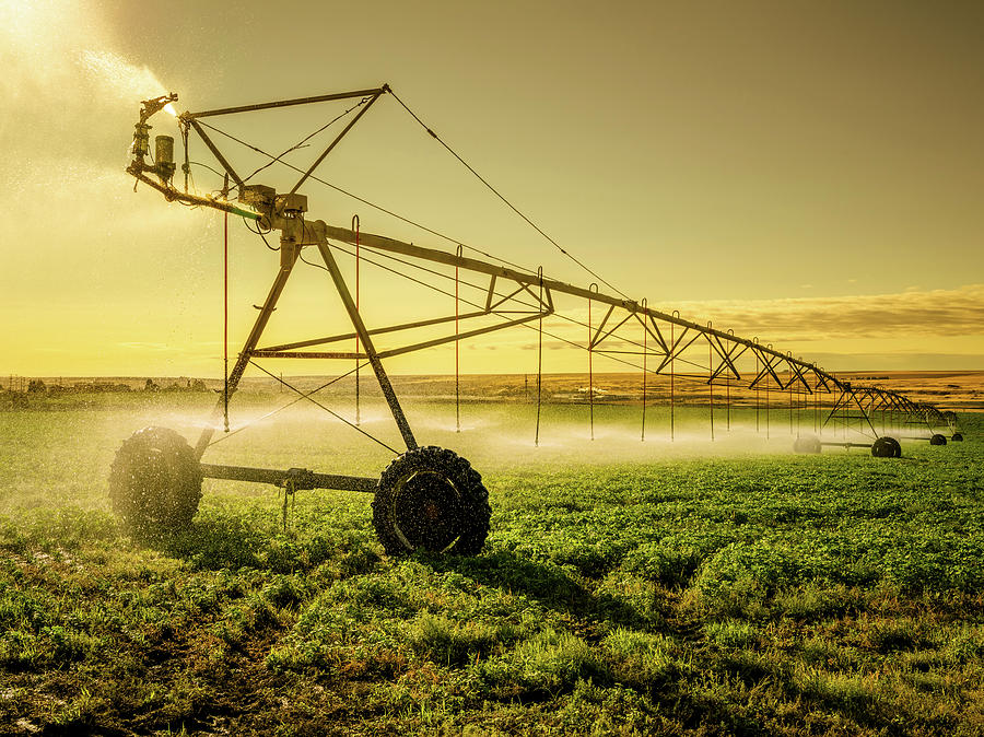 Irrigator Machine At Palouse Photograph by Chinaface