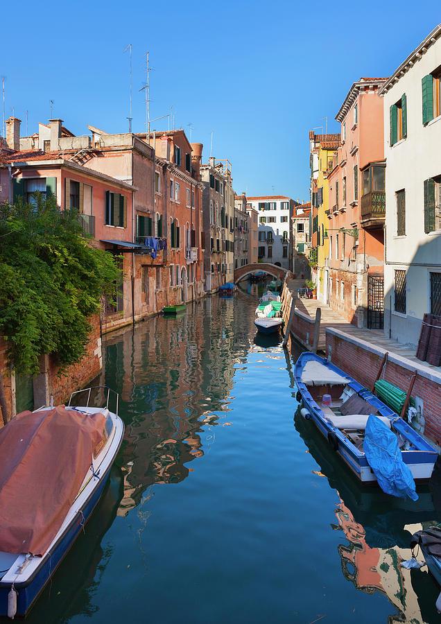 Italy, Venice, Sleepy Canal In Dorsoduro Photograph by Westend61