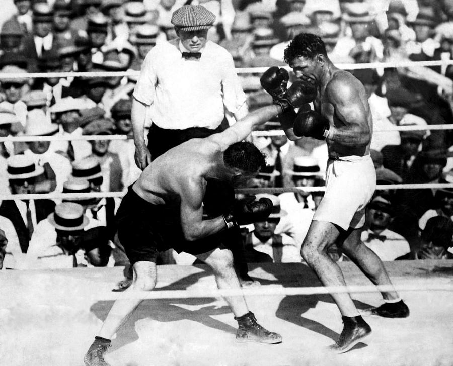1920s Photograph - Jack Dempsey Fights Tommy Gibbons by Everett
