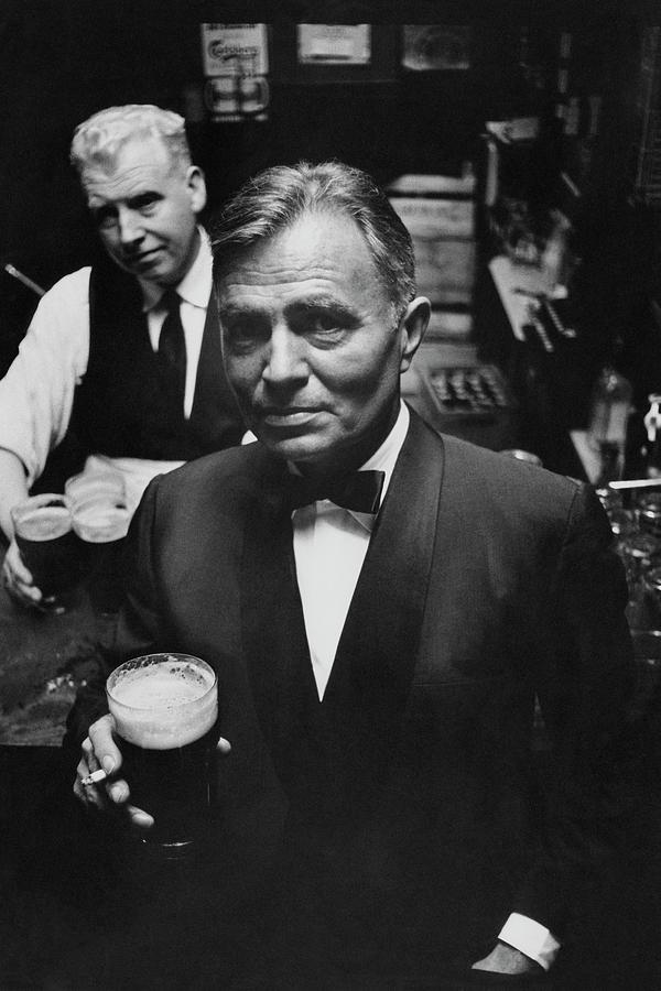 James Mason At A Pub In Dublin Photograph by Richard Richards