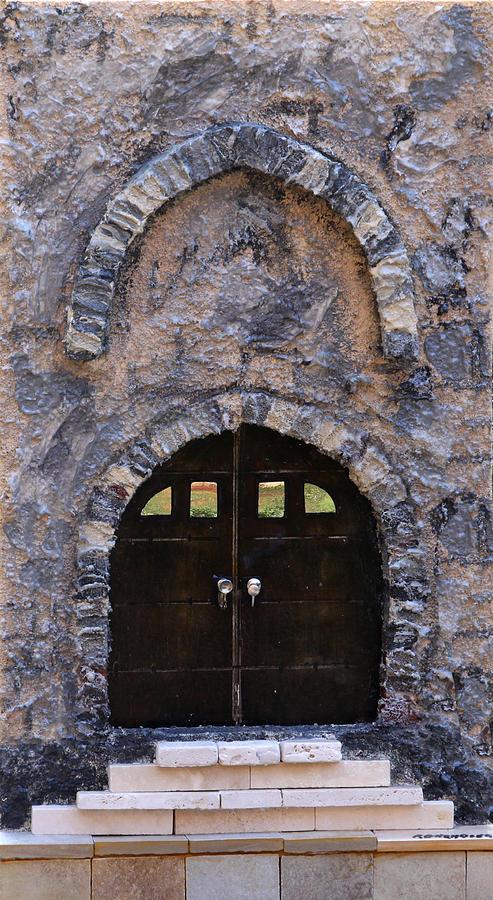 Jerusalem Painting - Jerusalem Doorway by Robert Handler