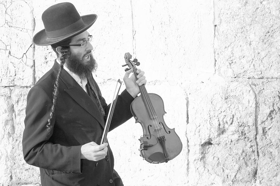 jewish man and violin by Rita Adams