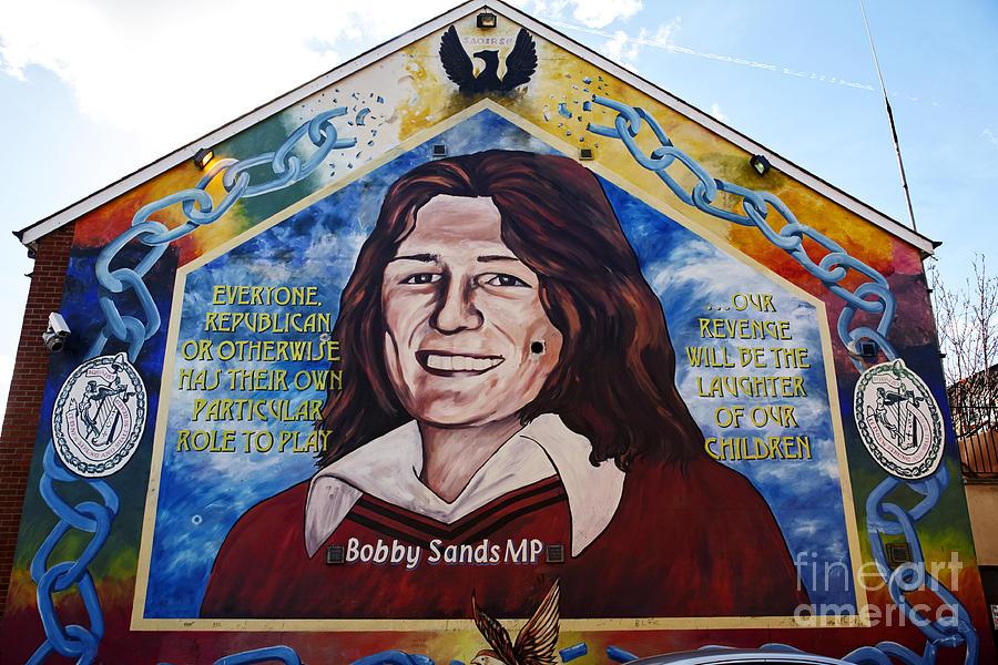 Joe fox fine art bobby sands mural on the sinn fein for Bobby sands mural falls road