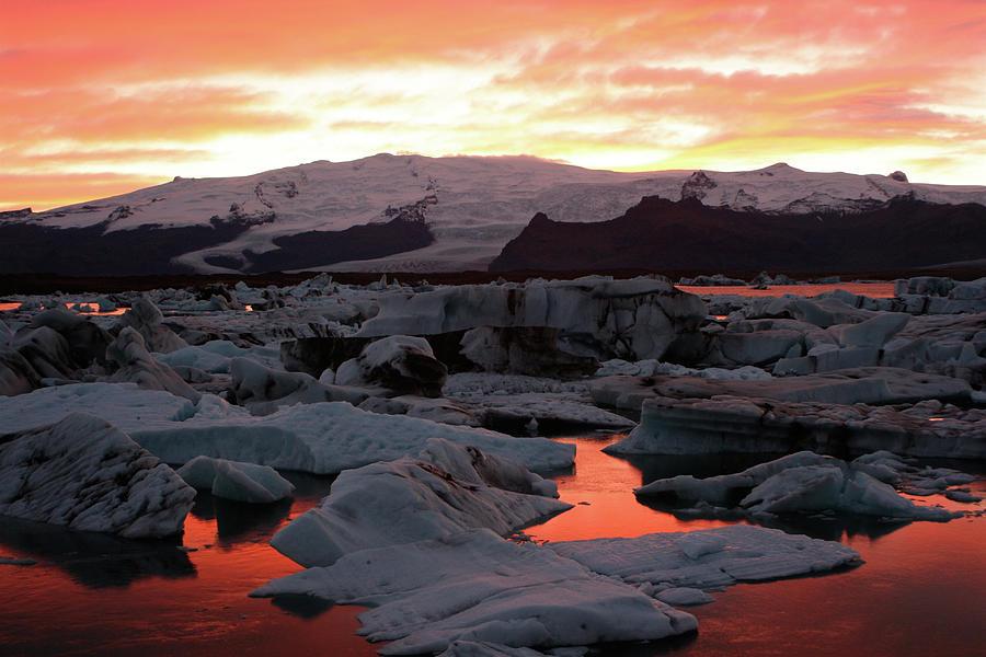 Jokulsarlon Lagoon At Sunset Photograph by Richard Collins