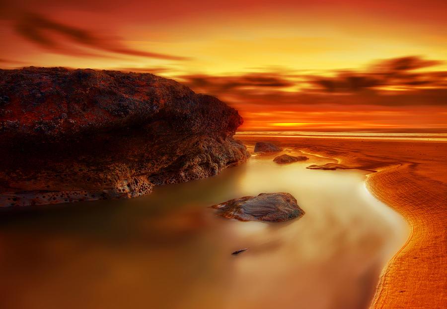 Print Photograph - Jupiter Sunrise by Mark Leader