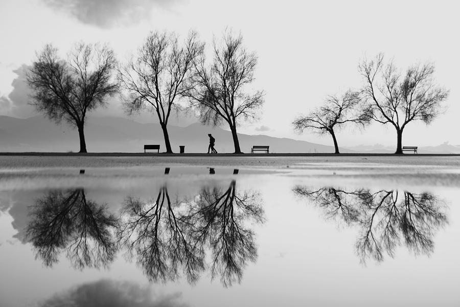 Bw Photograph - Kara?a?yakadan Bir Yansa?ma by Ali Ayer