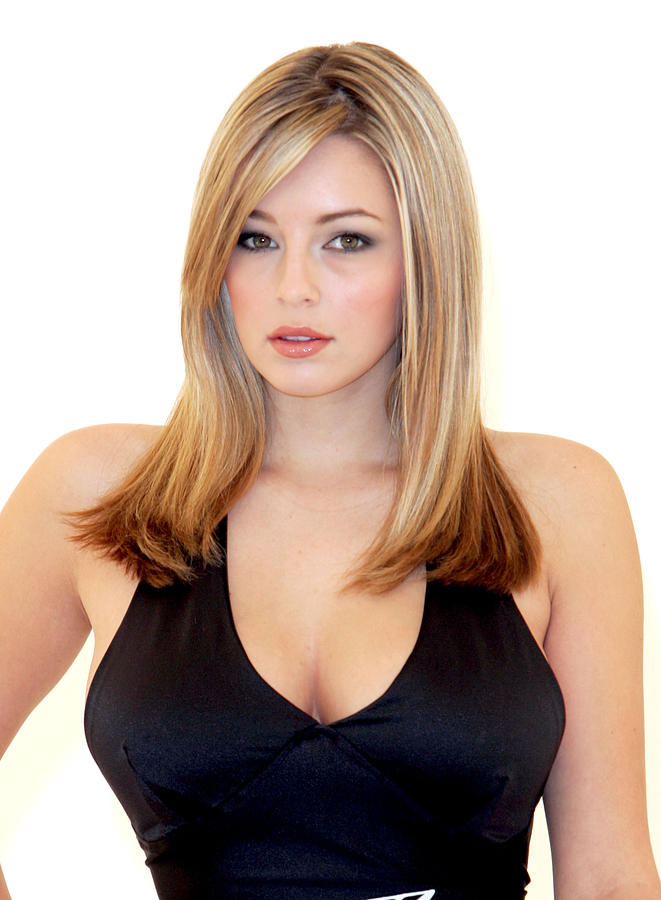 Picture of keeley hazell