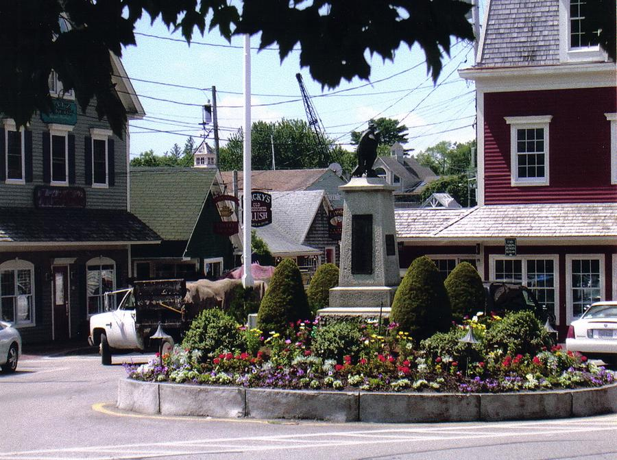 City Photograph - Kennebunkport Circle by Dusty Reed