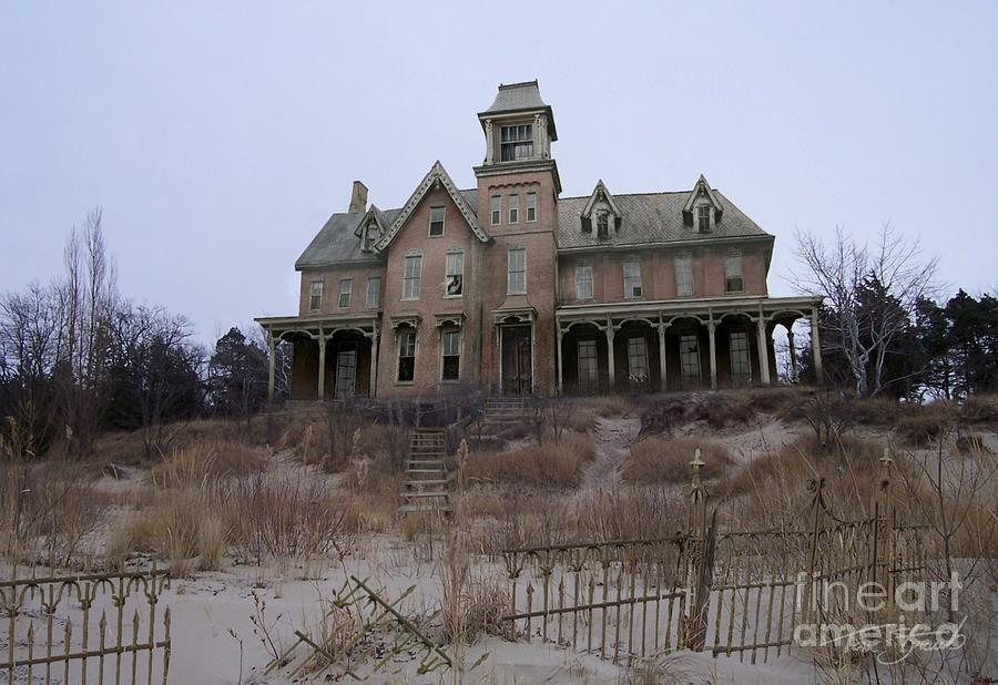 Haunted House  Photograph - Kettle Point Manor by Tom Straub