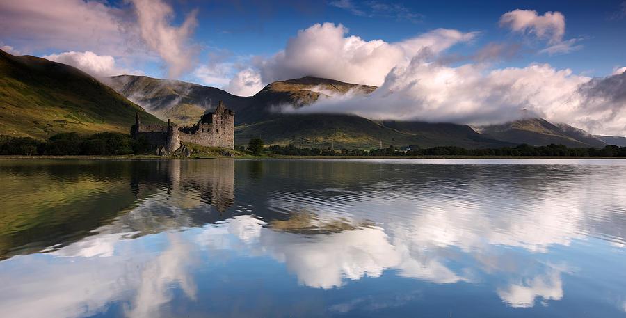 Landscape Photograph - Kilchurn Castle by Guido Tramontano Guerritore