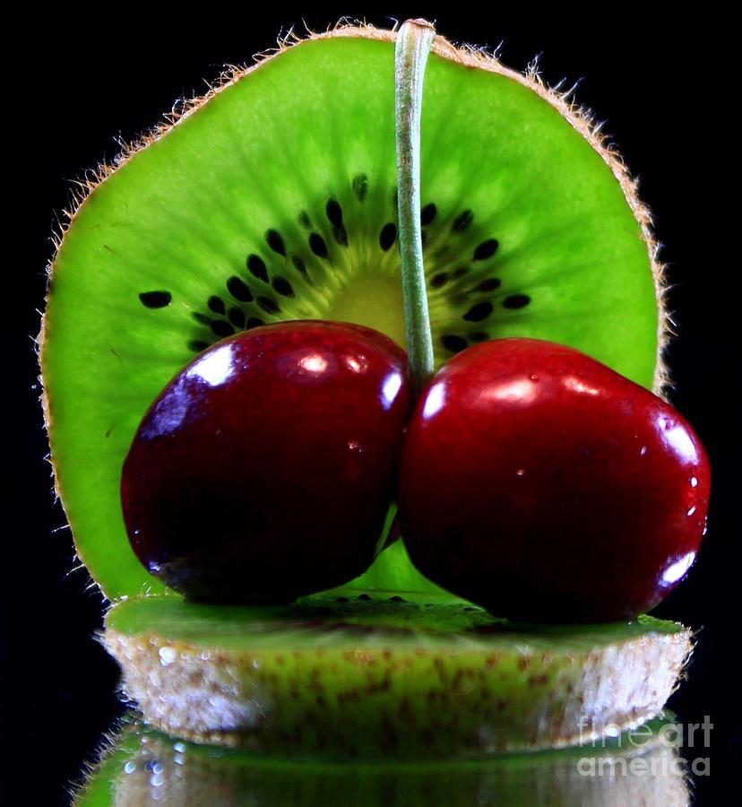 Kiwi Slice Photograph - Kiwi Fruit by Dipali S