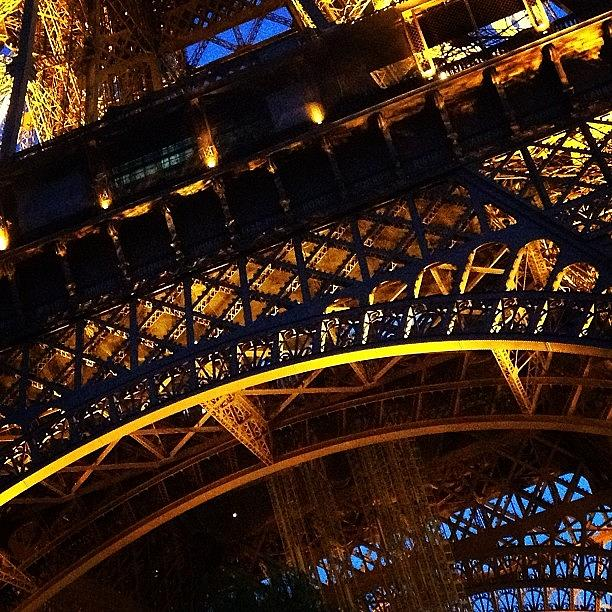 Eiffel Tower Photograph - La Tour Eiffel by Heidi Hermes