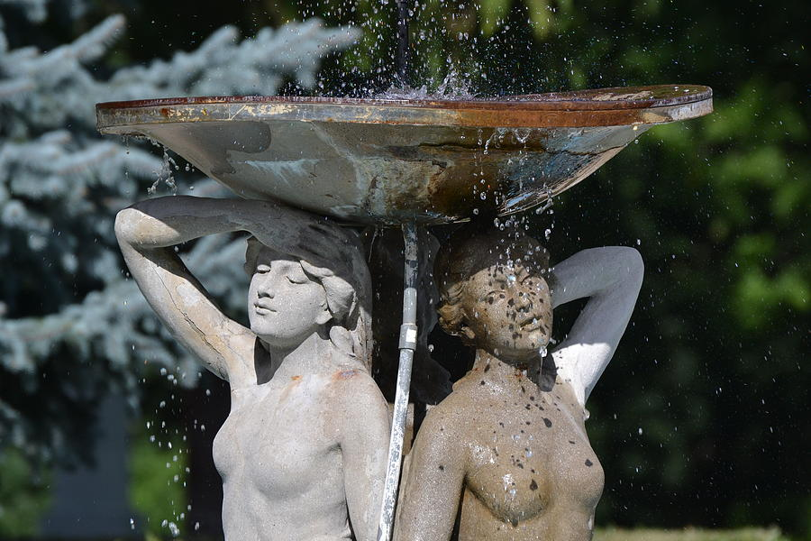 Fountain Photograph - Ladies Of The Fountain by Bill Mock
