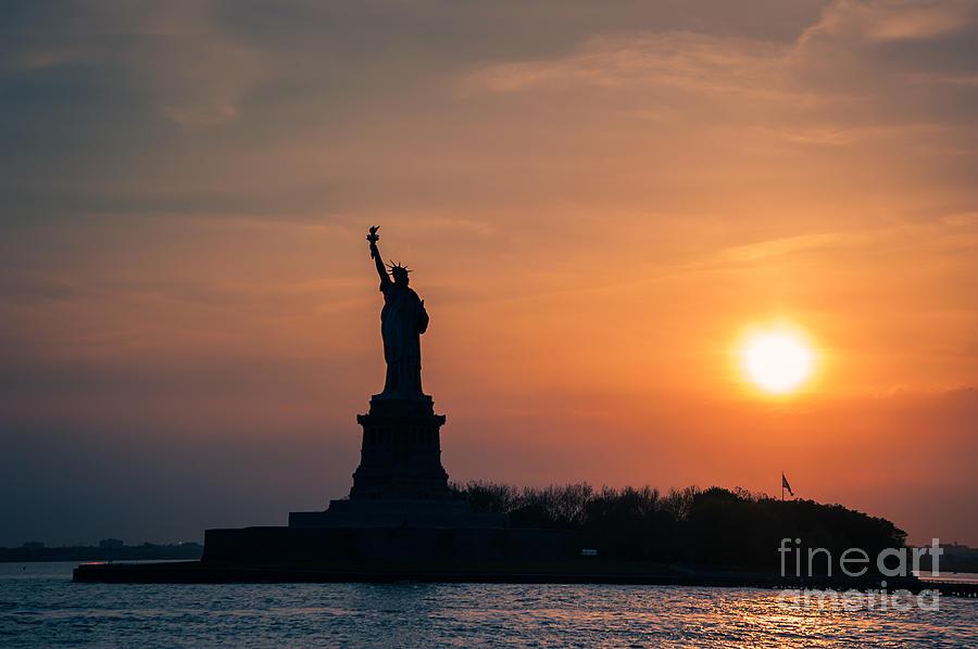 Lady Liberty by Ray Warren