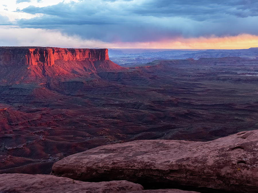 Last Light On The Mesa , Canyonlands Photograph by Kencanning