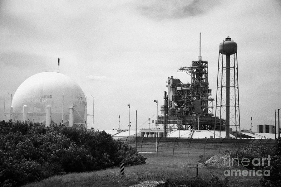 launch complex pad 39a with remaining space shuttle launch ...