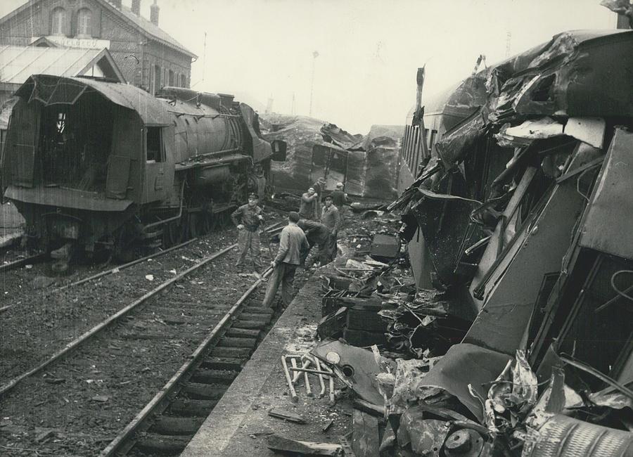 Retro Photograph - Le Bale-dunkerque Deraille Un Cheminot Evite Une by Retro Images Archive