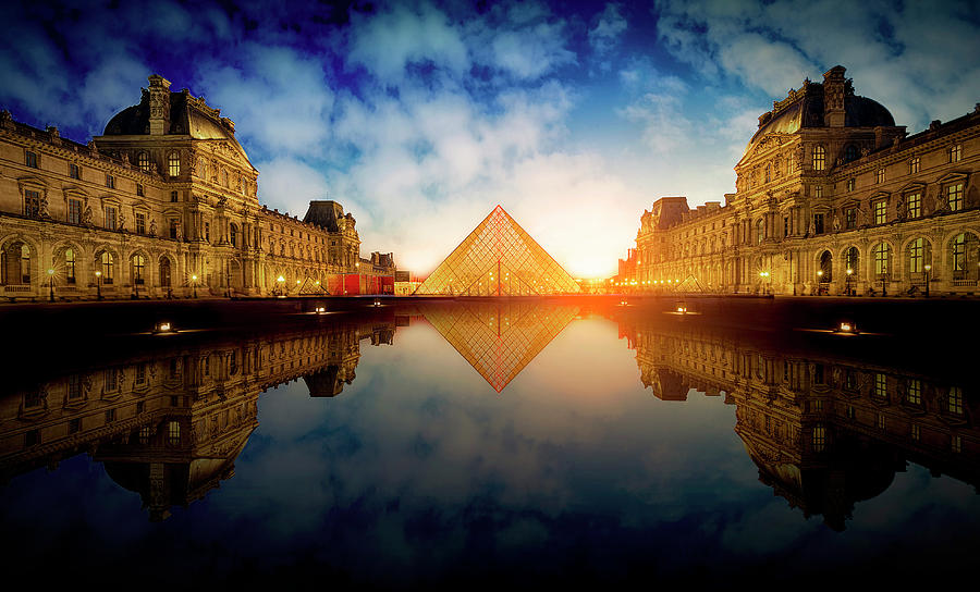 Louvre Photograph - Le Louvre by Massimo Cuomo