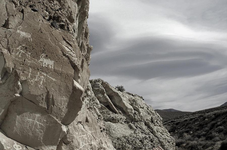 Petroglyphs Photograph - Lenticular 1 by A paul Cartier