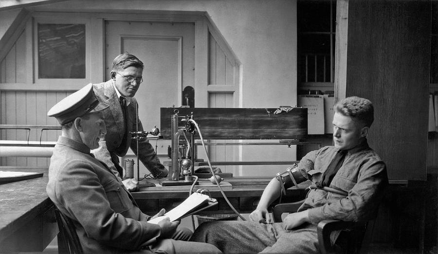 1924 Photograph - Lie Detector Test by Underwood Archives