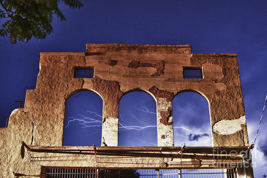 Lightning Photograph - Lightning And The La Victoria Wall In Jerome Arizona by Ron Chilston