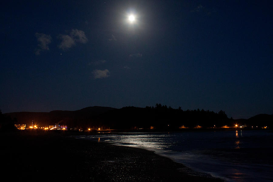 Lincoln Photograph - Lincoln City Moonlight by John Daly
