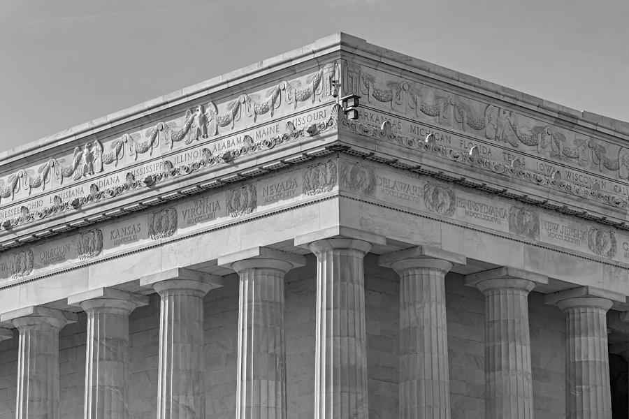 Abraham Lincoln Memorial Photograph - Lincoln Memorial Columns Bw by Susan Candelario