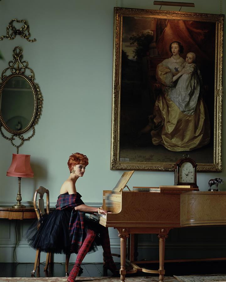 Linda Evangelista At A Piano Photograph by Arthur Elgort