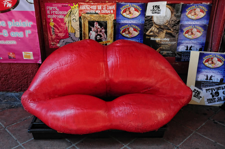 Couch Photograph - Lips Couch by Dave Mills