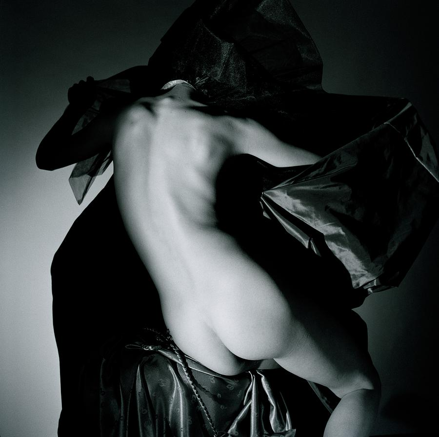 Lisa Fonssagrives Nude With Fabric Photograph by Horst P. Horst
