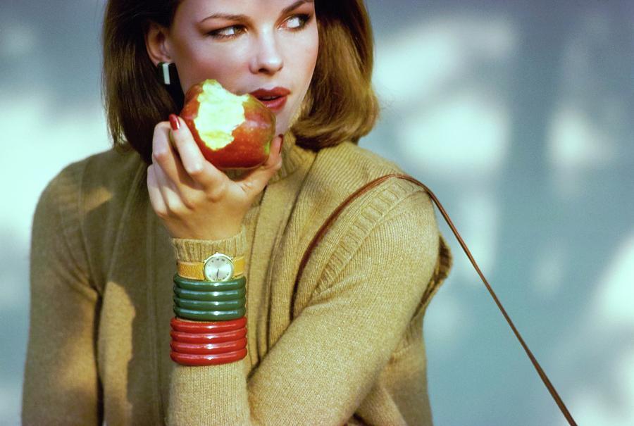 Lisa Taylor Eating An Apple Photograph by Arthur Elgort