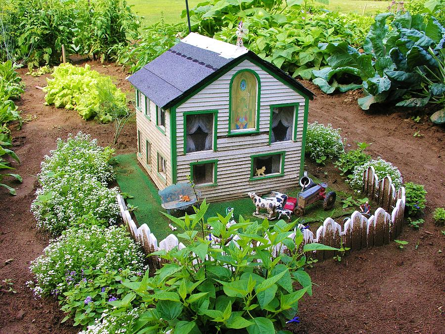Little Garden Farmhouse Photograph By Sherman Perry