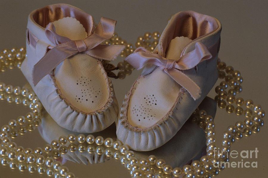 Little Girls Photograph - Little Girls To Pearls by Sharon Elliott